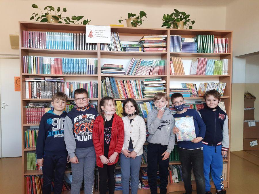 Zespół Szkół w Chorzelowie Wizyta w bibliotece