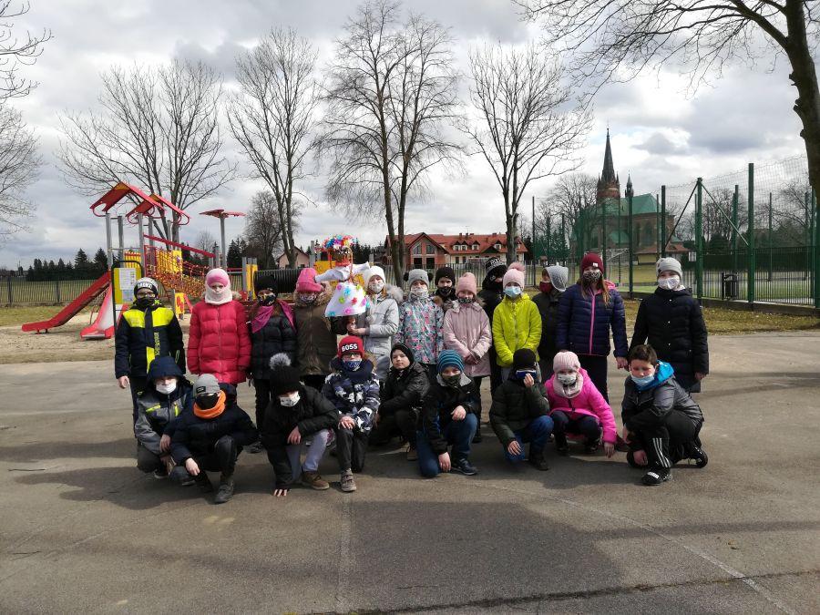 Zespół Szkół w Chorzelowie Pierwszy Dzień Wiosny w klasach I - III